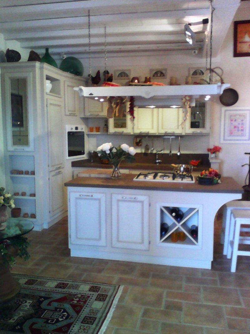 Belville cucina country con isola - Le Cucine dei Mastri
